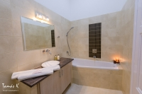 Grand Nador Apartment Budapest - en-suite bathroom